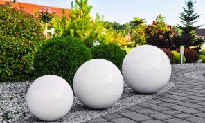 décoration de jardin et piscine boule décorative